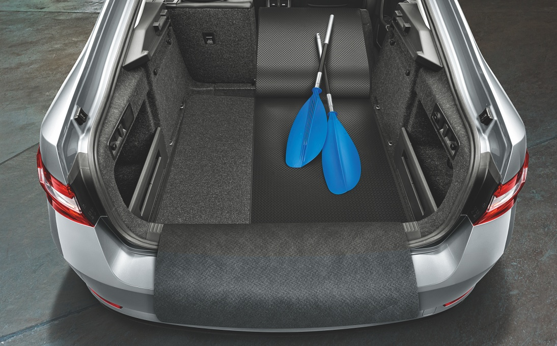 Rozkládací gumotextilní koberec zavazadlového prostoru - Superb III Sedan